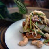 香草闖園魚 / ปลาช่อนลุยสวน / Fried Fish with Thai Herb Sauce