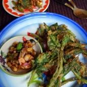 酥炸空心菜酸辣沙拉 (季節更換菜色) / ยำผักบุ้งกรอบ / Spicy Deep Fried Morning Glory Salad